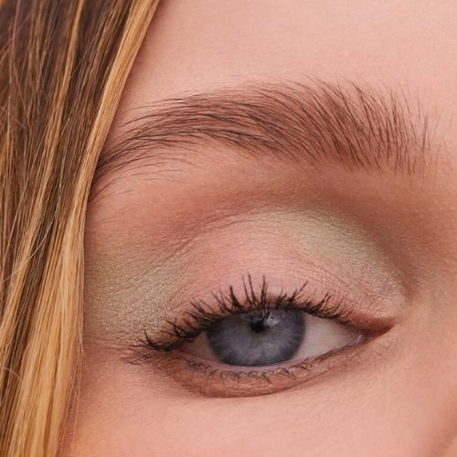 Enhances Eyebrow Growth