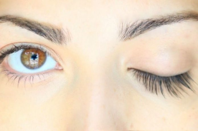 Ways to Grow Eyelashes Naturally and Fast