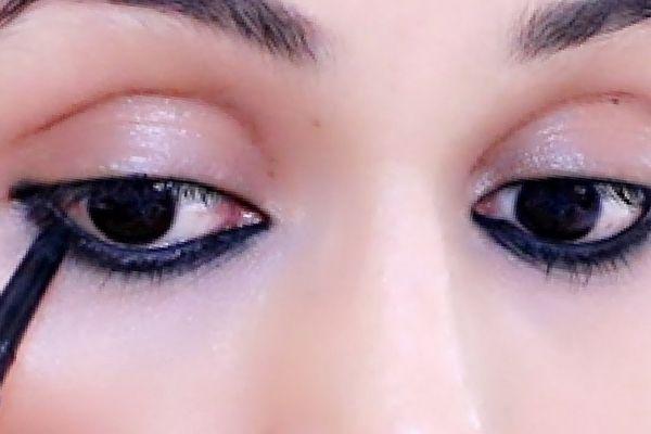 How to Apply Kajal on Eyes