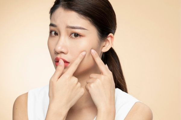 reduce acne scars and blemishes